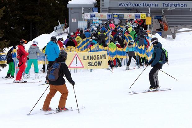 Confinés mais autorisés à skier, le paradoxe qui divise les Autrichiens