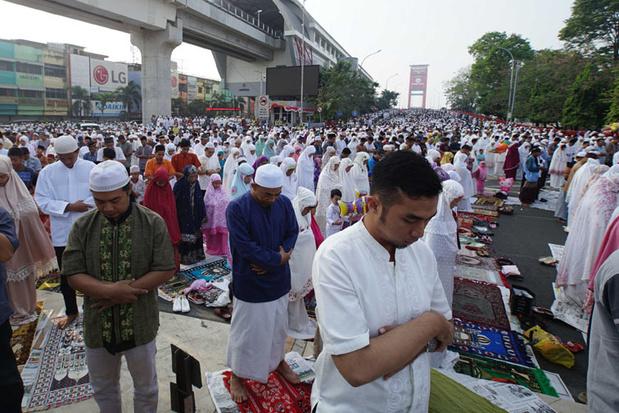 En Indonésie, le développement du tourisme halal suscite des résistances