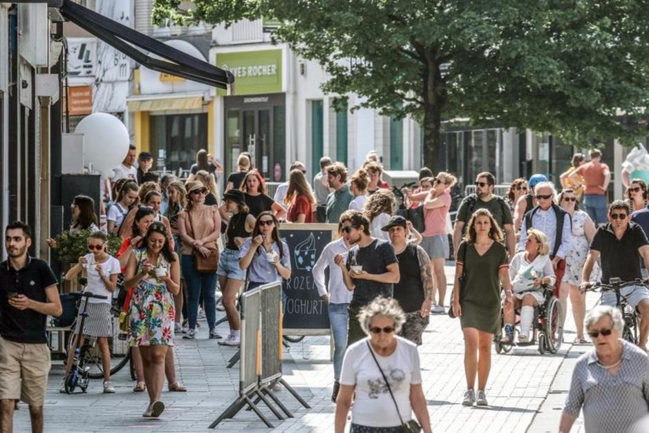 Factcheck: Nee, deze foto toont geen 'razend drukke' winkelstraat