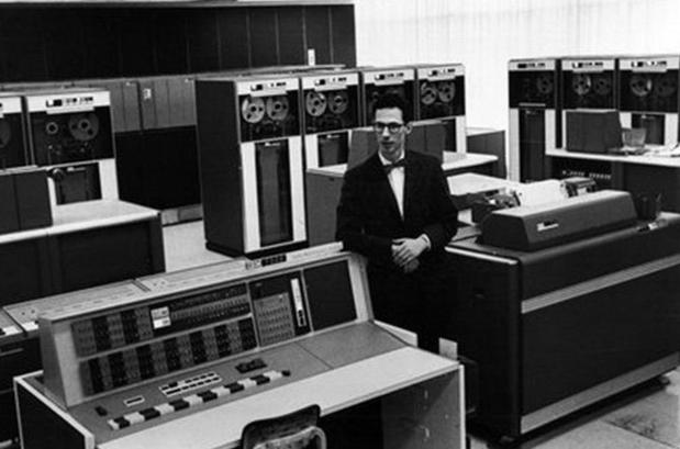 Uitvinder van het computerwachtwoord overleden