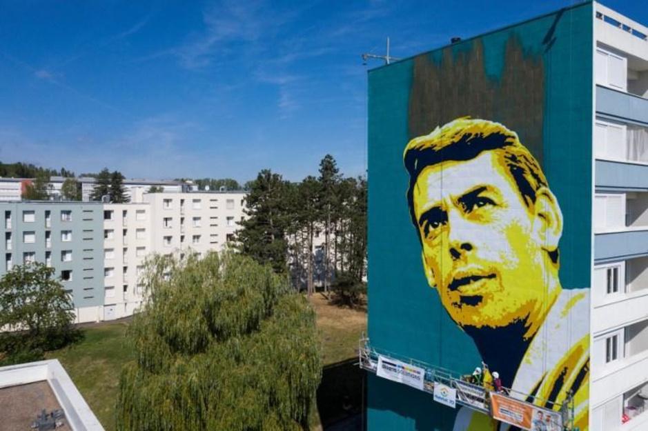Jacques Brel vereeuwigd op gigantische muurtekening: deze artiesten gingen hem voor