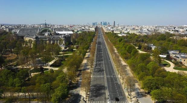 Vidéo: Paris, vidée de sa présence humaine, plus majestueuse que jamais