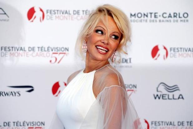 Pamela Anderson en colère contre la fondation OM, trop de dons pour Notre-Dame