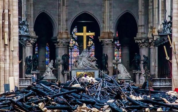 Les enquêteurs encore prudents sur l'origine de l'incendie de Notre-Dame