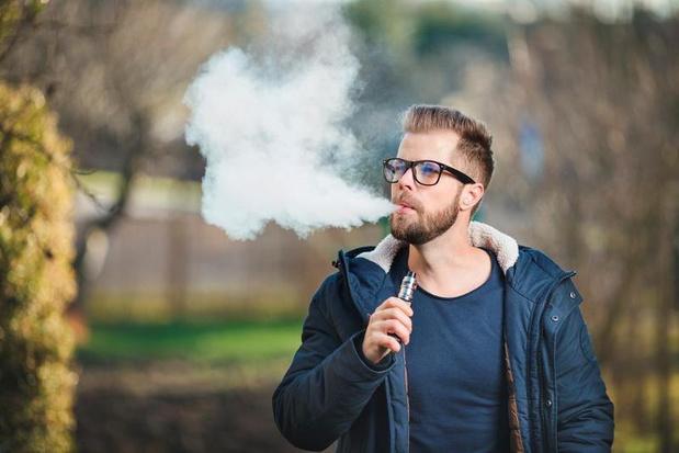 Tieners en volwassenen die e-sigaretten gebruiken, hebben verhoogd risico van astma