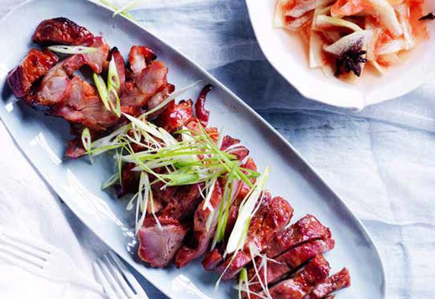 Geroosterd varkensvlees op Chinese wijze met opgelegde watermeloenschil