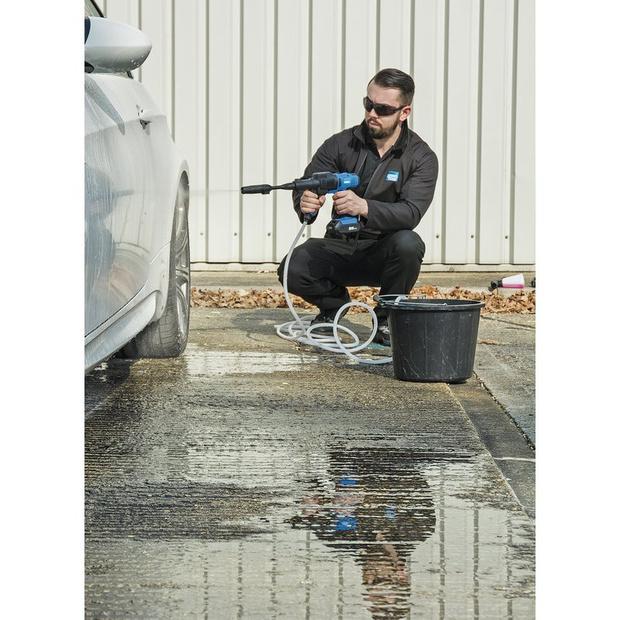 Le nettoyage haute pression portatif et facile en ville