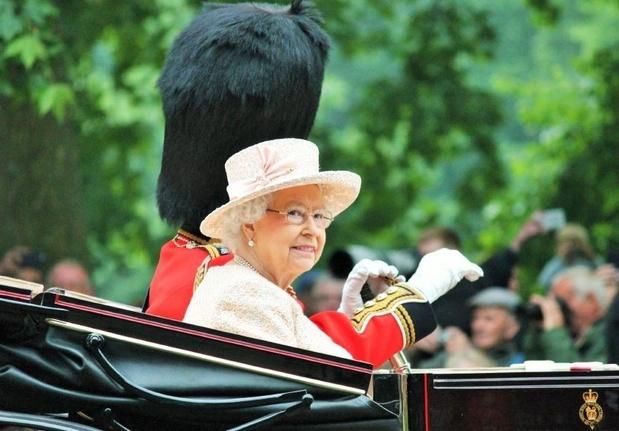 La reine Elisabeth II entérine la suspension du Parlement britannique