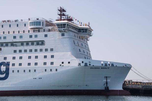 Le plus grand navire-hôpital privé en route pour Anvers (en images)