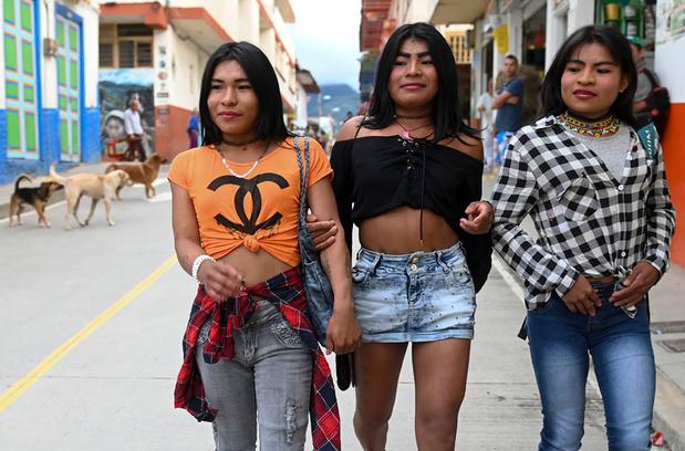 En images: des indigènes transgenres trouvent refuge parmi les caféiers de Colombie