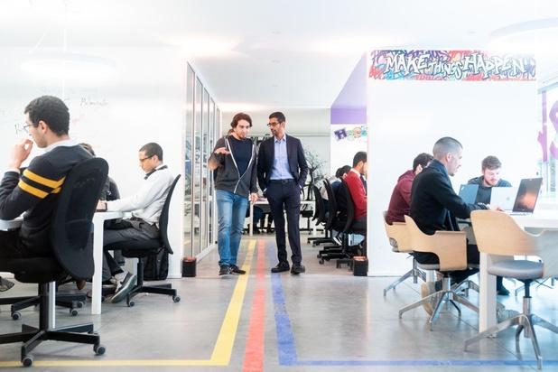 Google-baas overhandigt cheque van 200.000 euro aan MolenGeek