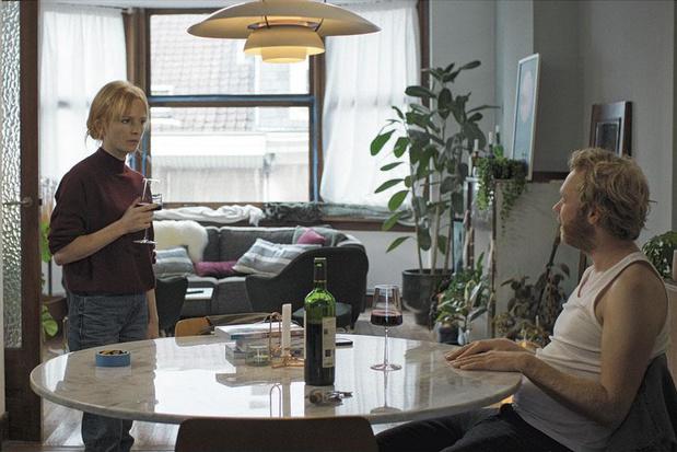 Alleen een totaal absurd drama kan miniserie 'We moeten eens praten' nog redden