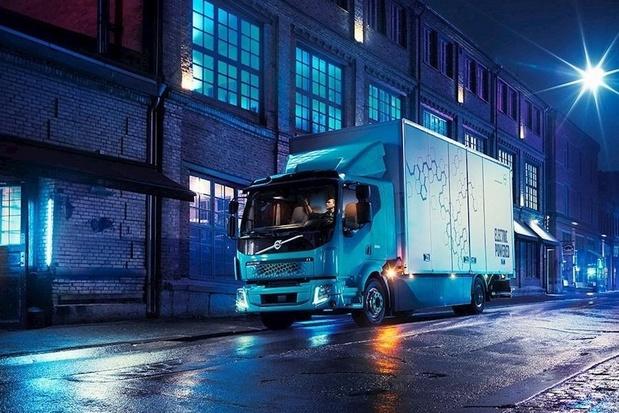 Truckbouwer Volvo moet productie staken wegens chiptekort