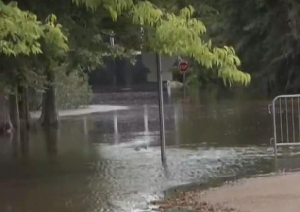 L'ouragan Barry rétrogradé en tempête, risque d'inondations toujours d'actualité