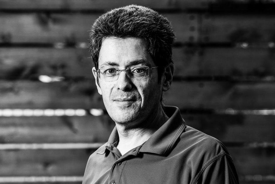 Aerosolen-specialist Jose-Luis Jimenez waarschuwt: 'Breek desnoods de vensters uit, maar ventileer'