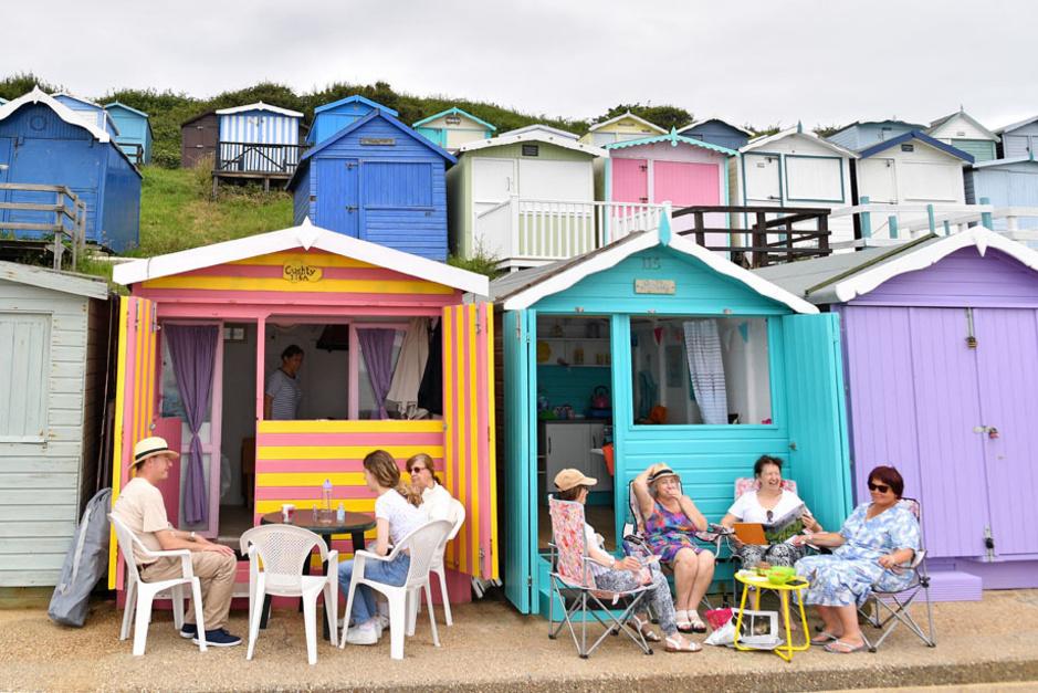 Instagrammables et coquettes, les cabines de plage s'arrachent sur les côtes anglaises