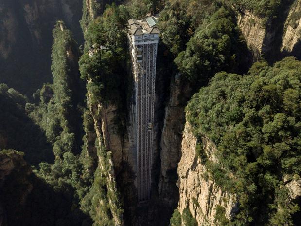 Direction la Chine et l'ascenseur extérieur le plus haut du monde, dans le paysage qui a inspiré Avatar