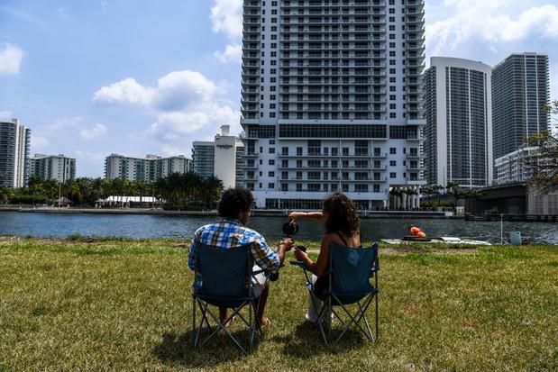 Un couple de globe-trotteurs bloqué sur un parking de Floride