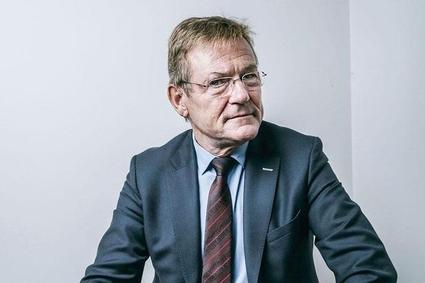 """""""He's gay"""": Van Overtveldt s'excuse pour ses propos auprès du journaliste"""