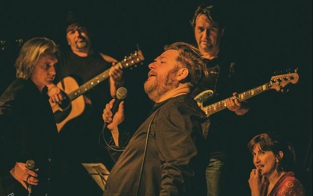Dominique Van Malder en Ride This Train serveren Johnny Cash met een kwinkslag