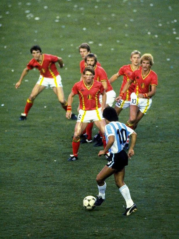 Maradona entouré de Diables rouges: la vraie histoire derrière cette photo