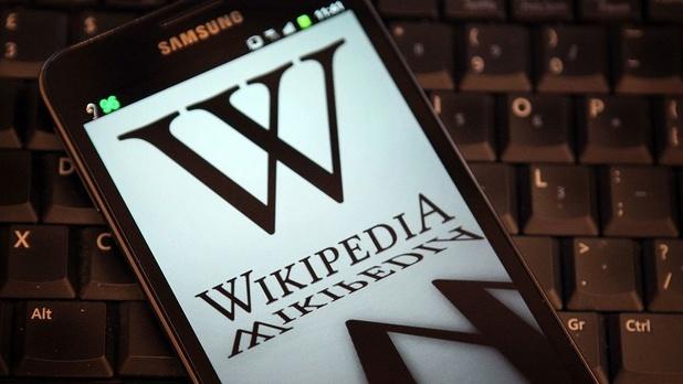 """Wikipédia, un """"dinosaure"""" de l'internet non marchand devenu la plus grande encyclopédie du monde"""