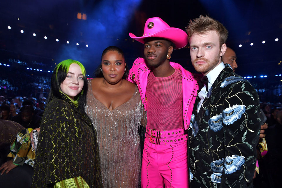 En images: du glamour, de l'étrange et une touche de vulgarité sur le tapis rouge des Grammy Awards 2020