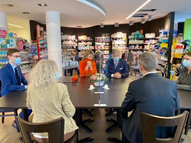 Royale visite en pharmacie