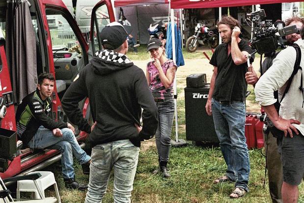 Motorcrossen met Matteo Simoni: op de set van de Vlaamse film 'Rookie'