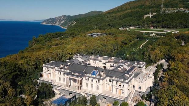 Miljardair Arkadi Rotenberg zegt dat hij eigenaar is van 'paleis van Poetin'