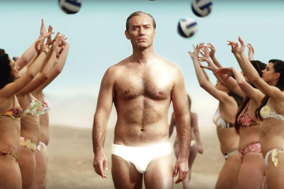 Jude Law geeft 'The New Pope' sexappeal: 'Ik was het beu om de mooie jongen te spelen'