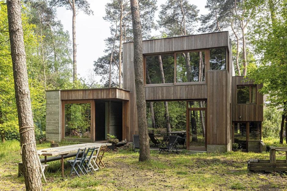 Binnenkijken in een boshuis: 'Zoveel mogelijk zelf uitvoeren maakt me een betere architect'