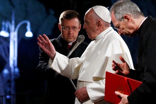 Paus stelt onverschilligheid en egoïsme aan de kaak