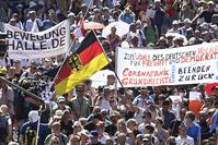 """Des milliers d'""""anticorona"""" manifestent à Berlin"""