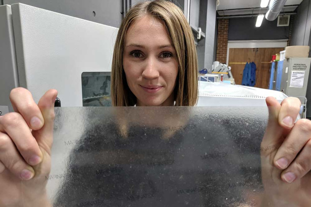 Britse designstudente maakt bioplastic van visafval