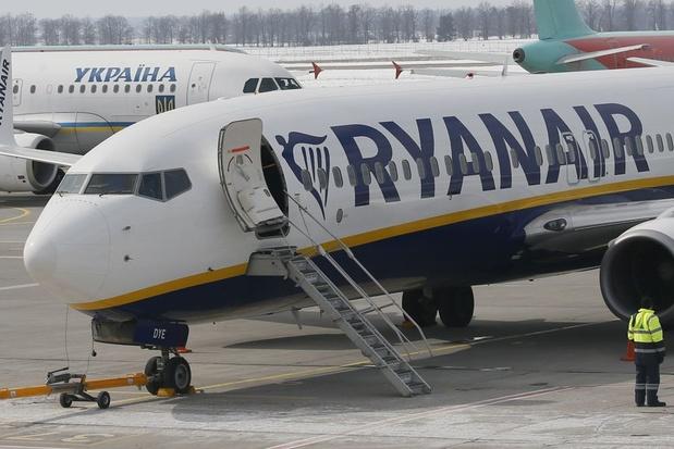 Vakbonden Ryanair vragen minister ontslagverbod bij tijdelijke werkloosheid