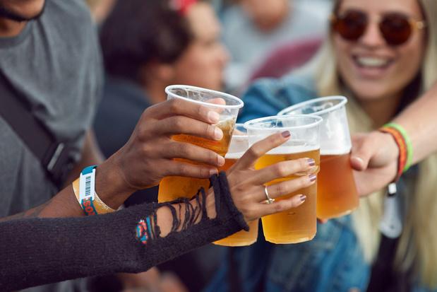 Alcohol drinken tast de darmwand aan