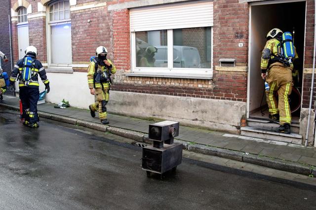 Schoorsteenbrand vulde Grote Molenstraat in Lauwe met dikke rook - Krant van Westvlaanderen