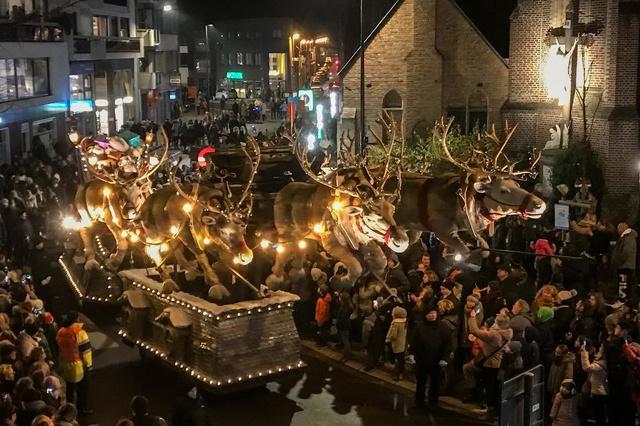 Magische kerstparade trekt opnieuw door Roeselaarse straten - Krant van Westvlaanderen