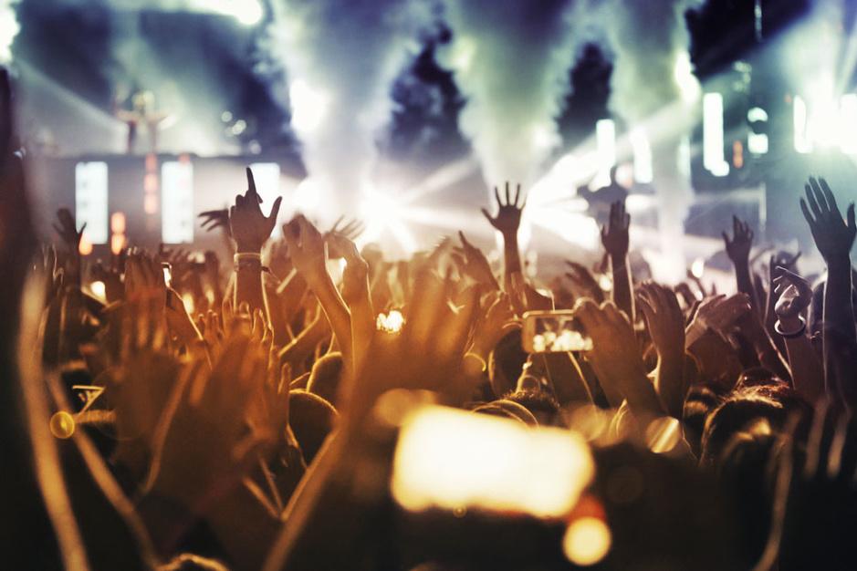Waarom we niet moeten hopen op festivals en volle stadions