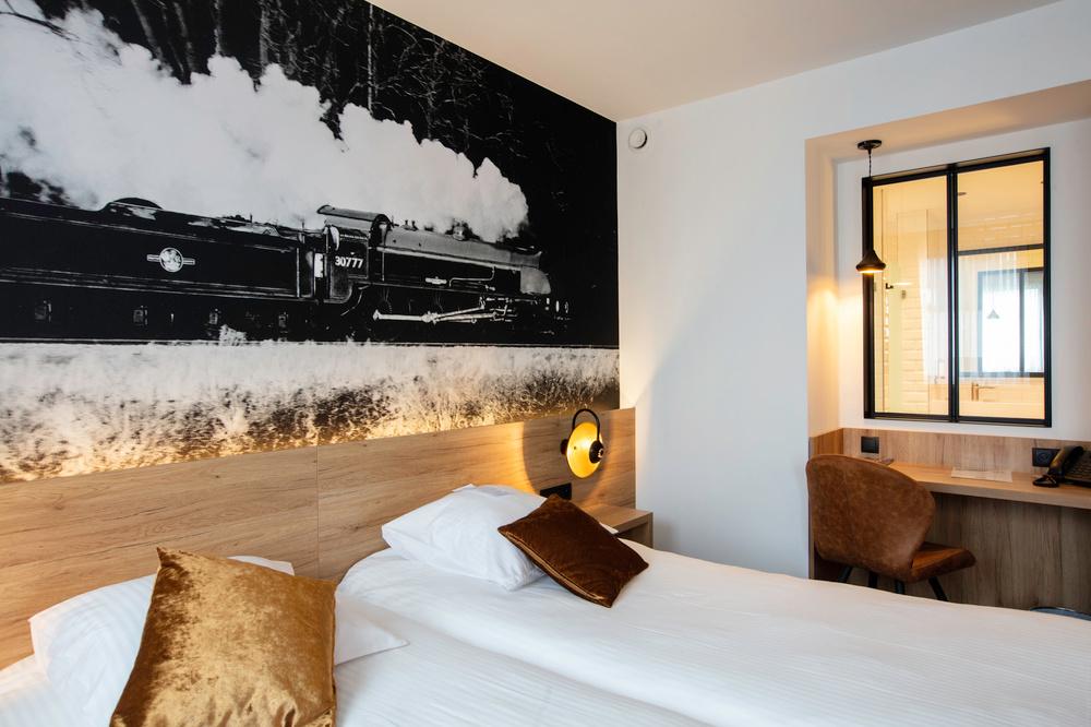 Chez Léo, ne dites plus chambre, mais cabine., Jean-Pierre Ruelle