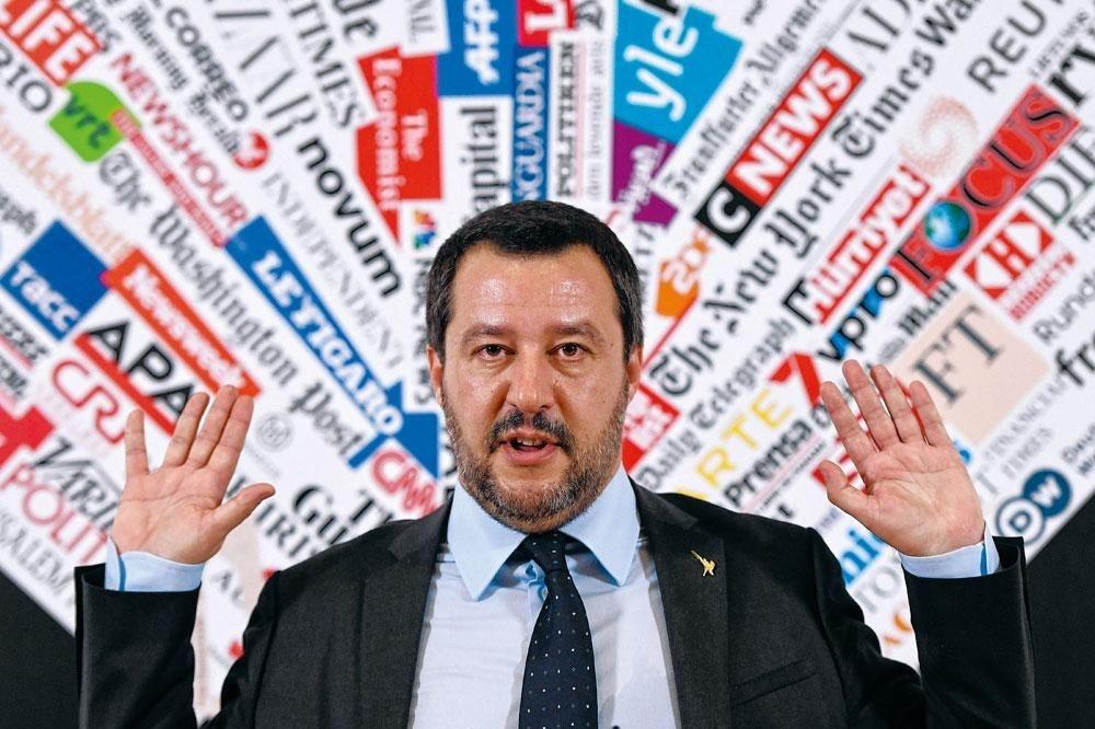 Matteo Salvini, dirigeant de La Ligue du Nord, s'offre le luxe de pouvoir choisir entre rester avec le M5S et redevenir le chef de file incontesté d'une alliance d'extrême droite., Belgaimage
