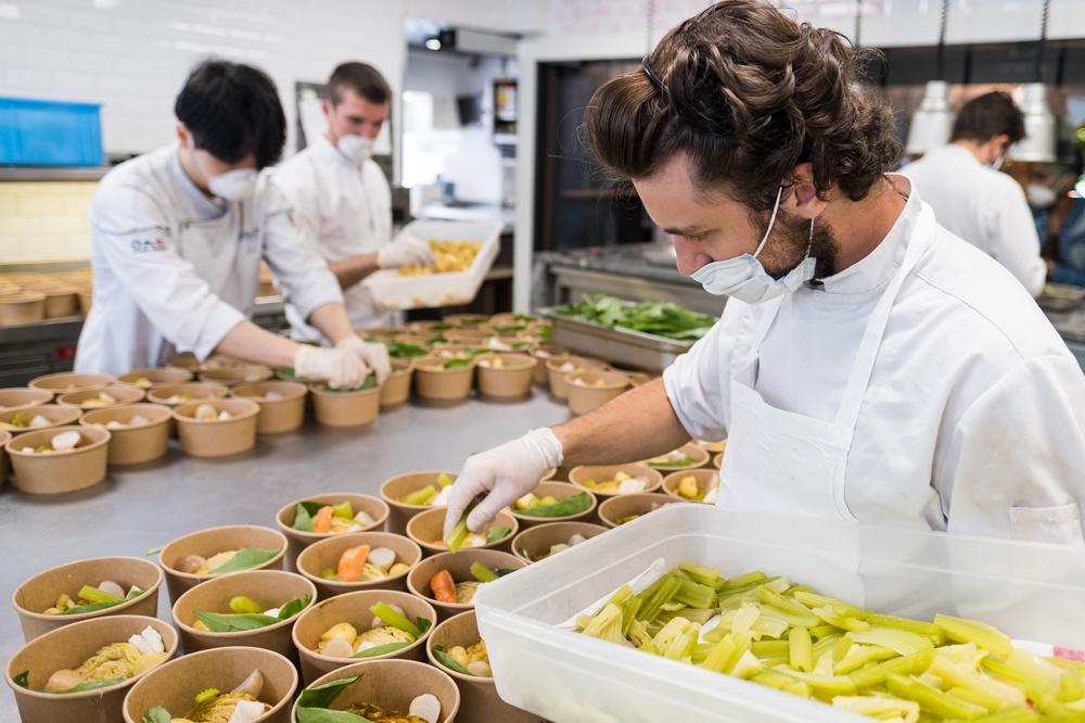 Continuer à cuisiner et à ravir la clientèle même pendant la pandémie, un véritable challenge pour les chefs, Getty Images