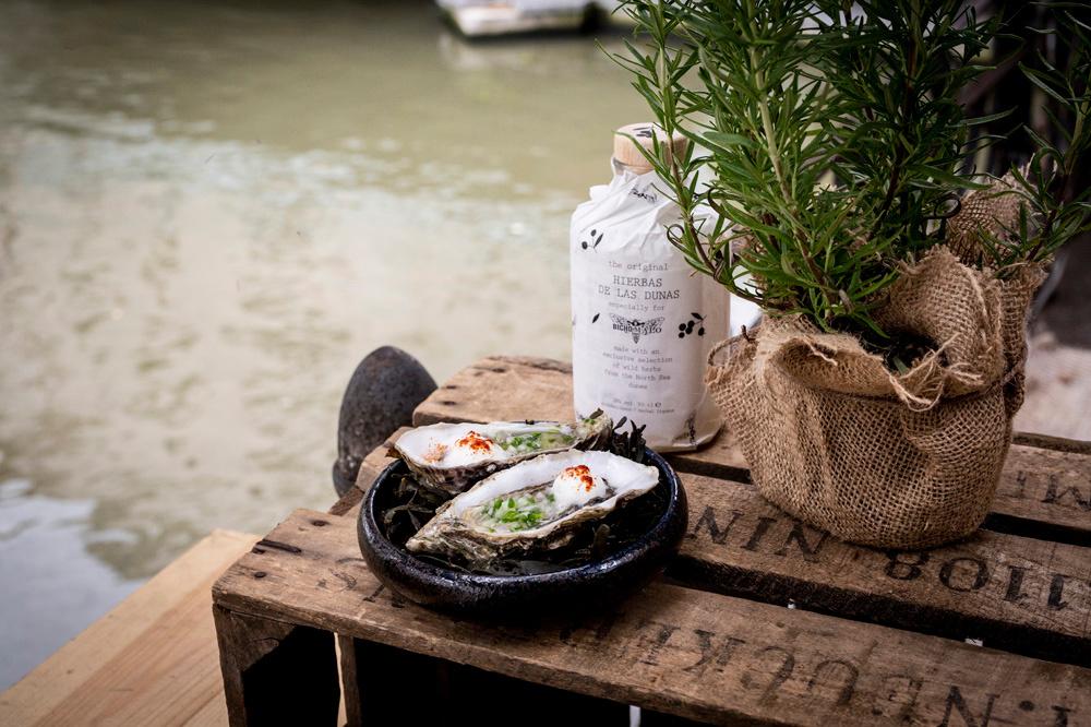 Drunken oyster, een van de gerechten op de kaart, Bicho de las Dunas
