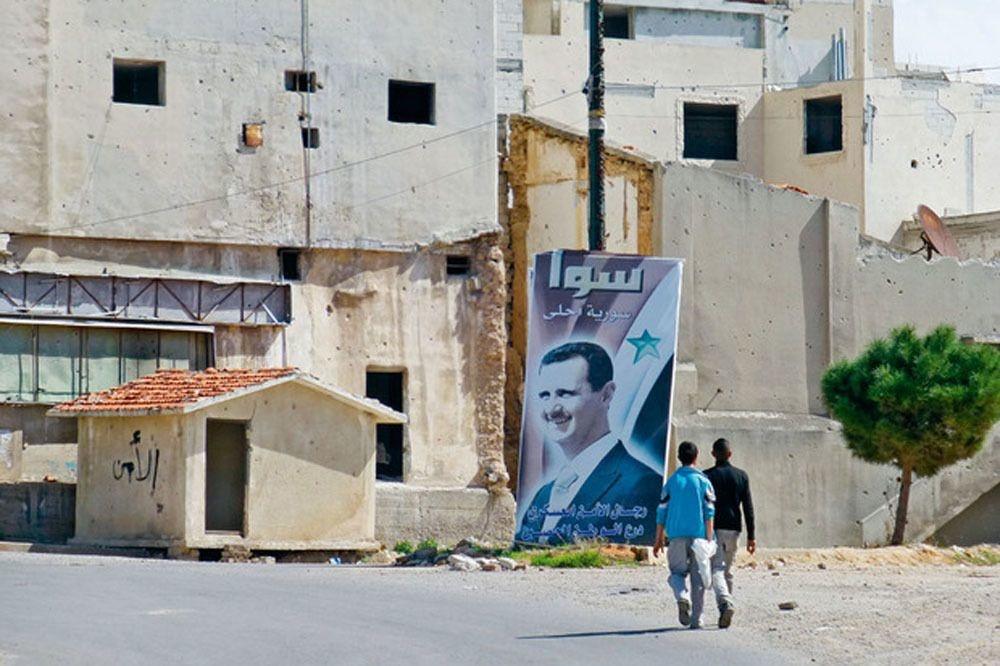 Un portrait de Bachar al-Assad dans les ruines de Homs., François Janne d'Othée