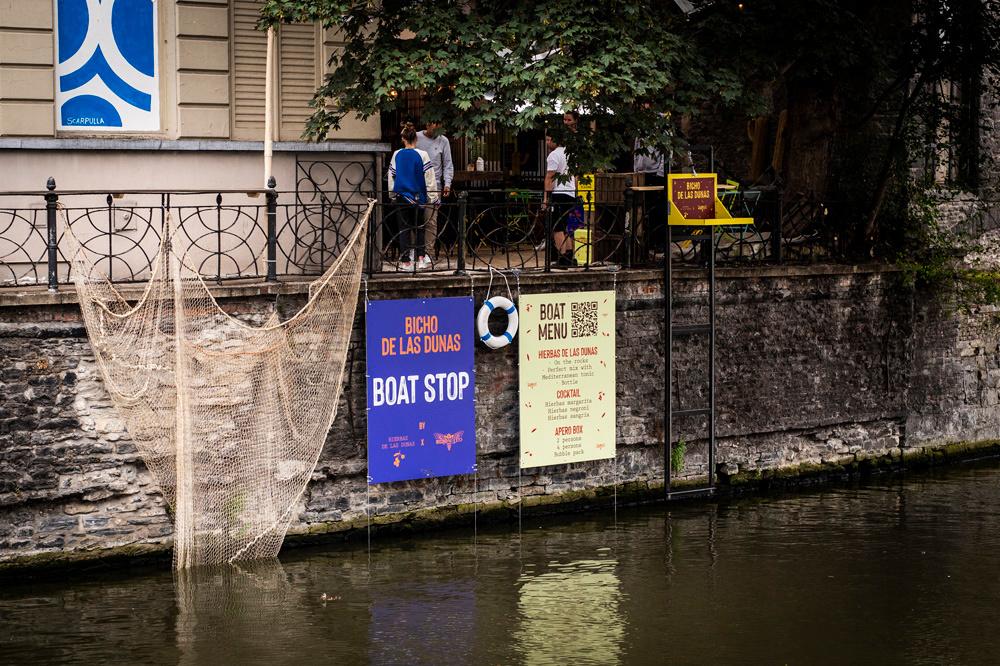 Geestig extraatje: ook vanop het water kan je een bezoekje brengen aan Bicho de las Dunas., Bicho de las Dunas