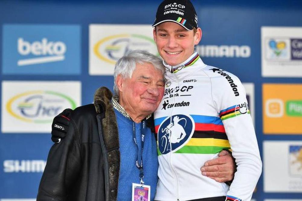 Poulidor met zijn kleinzoon Mathieu van der Poel, op wie hij apetrots was., Belga Image