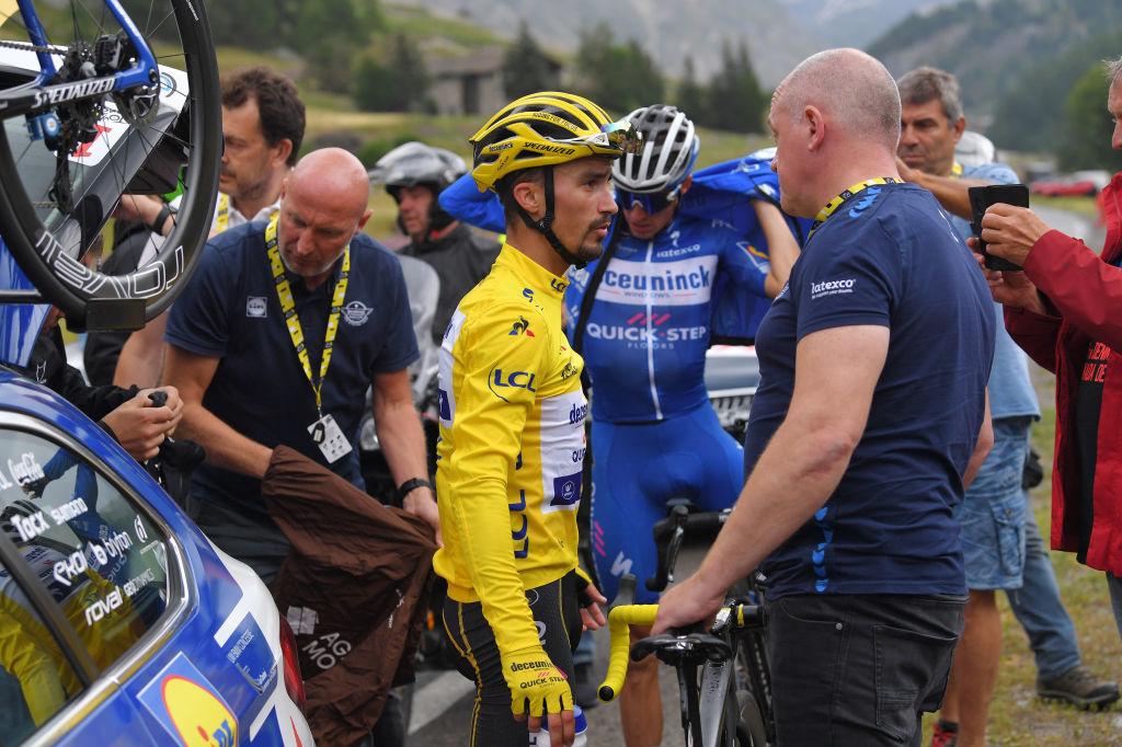 Julian Alaphilippe voudra retrouver un jaune qu'il a déjà porté samedi (ici sur la photo en 2019 lors de l'étape arrêtée par la météo à Tignes) et l'offrir à son directeur sportif Tom Steels, vainqueur d'étape dans la ville d'arrivée de ce mercredi., iStock