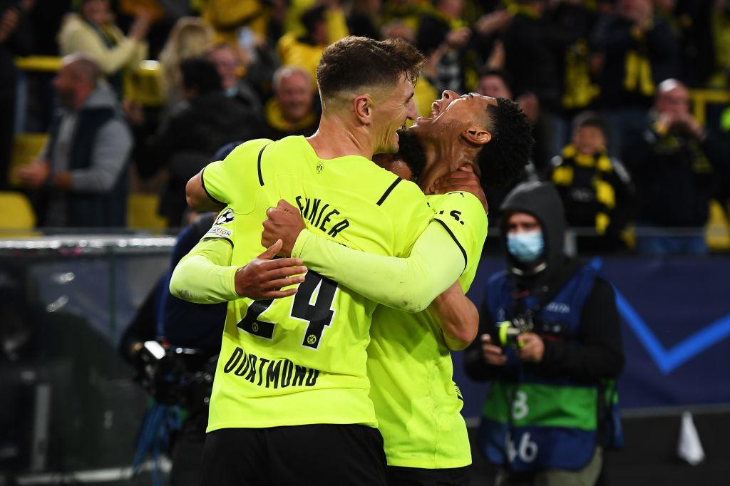 Malen fête le but de la victoire de Dortmund en compagnie de Meunier qui était titulaire tout comme Witsel et Thorgan Hazard., iStock