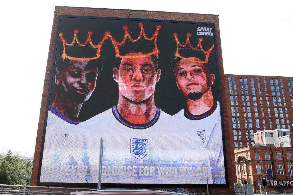 La fresque murale créée en l'honneur des trois héros malheureux de la séance de tirs au but de l'Angleterre contre l'Italie en finale de l'Euro. Sancho à droite, retrouvera Rashord (au centre) à Manchester United., iStock